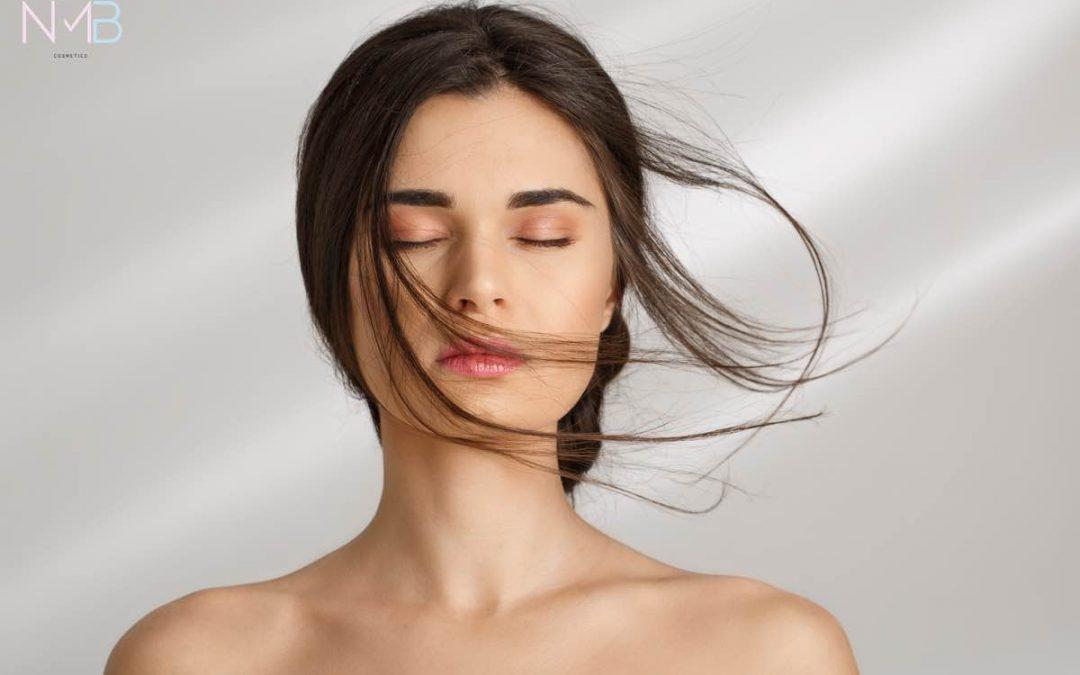 Rostro de mujer con piel suave y sin imperfecciones